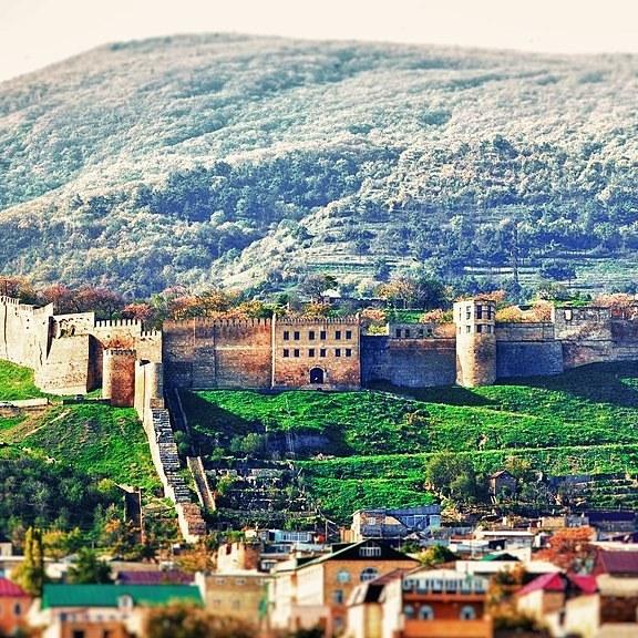 Walls of Derbent, part of the Sasanian defencie lines CC BY-SA 4.0 Oscar11234